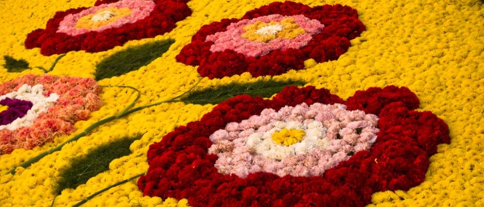 infiorata noto mosaik blumen blütenblätter tradition sizilien ferien guide kunst kultur