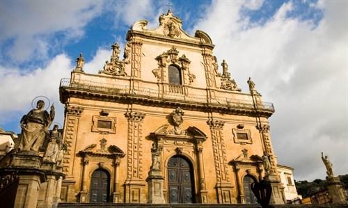 modica sizilien ferien guide dom sehenswürdigkeit sizilianische städte