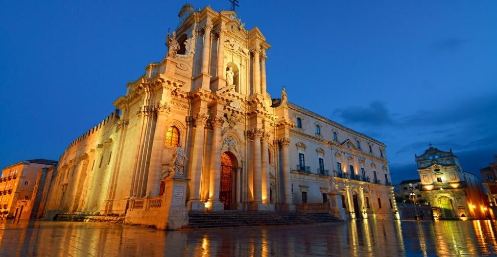 syrakus kathedrale sizilien ferien guide sizilianische städte barock unesco