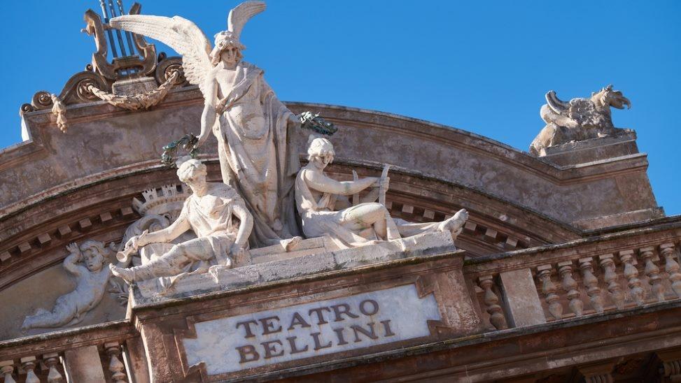 catania teatro bellini theater sizilien ferien guide kunst kultur aufführung oper